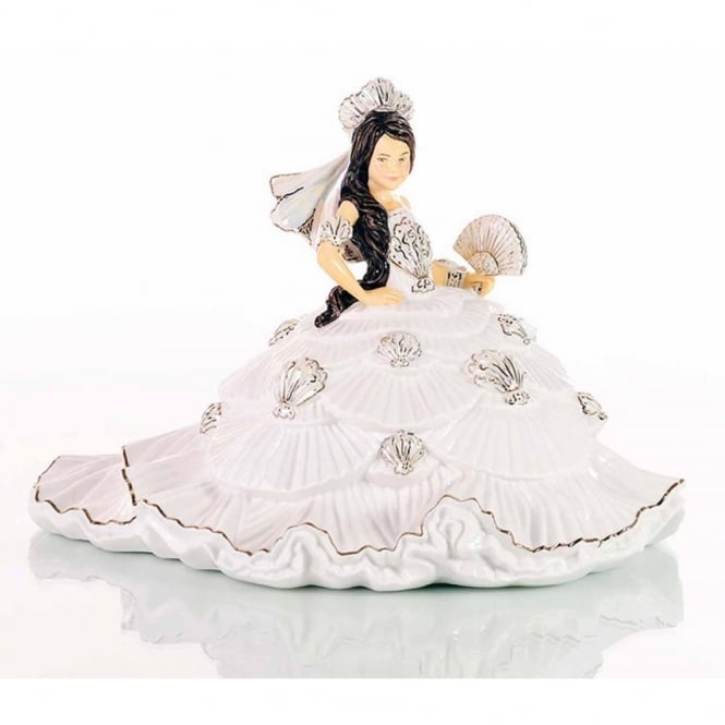 White Gypsy Fan-tasy Brunette Figurine ELGETH06502